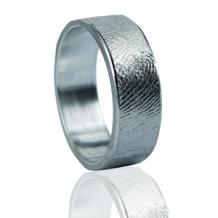 ring met vingerafdruk graveren